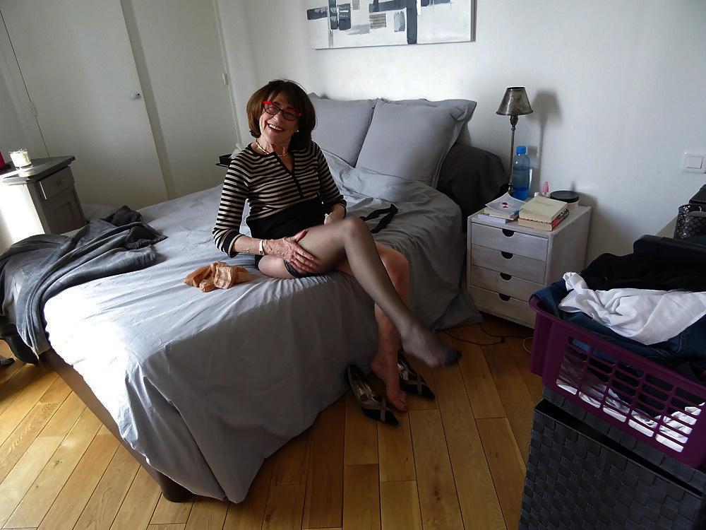 Une femme sexy, sportive, soignée et courtoise